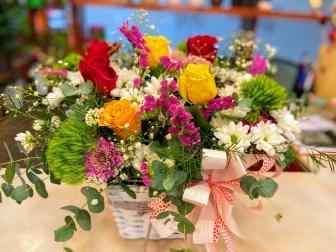 Cesta  de flor fresca variada