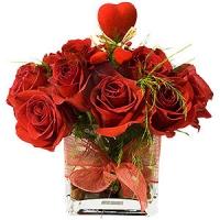 Centro rosas rojas frescas