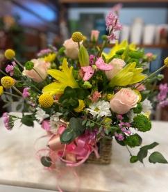 Cesta flor fresca de rosas lilium