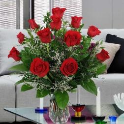 Ramo 12 rosas rojas tallo largo