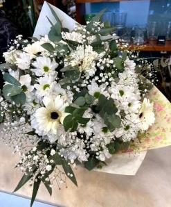 Ramo flor variada blanca