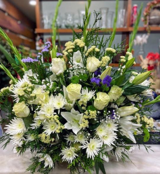 Centro de flor fresca variada funeral