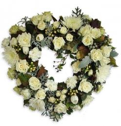 Corazón de flor fresca variada funeral