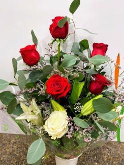 Ramo de rosas rojas lilium funeral