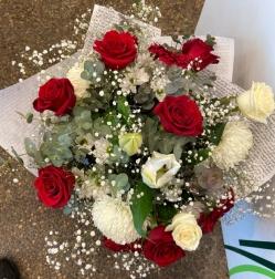 Ramo 18 rosas rojas y blancas funeral