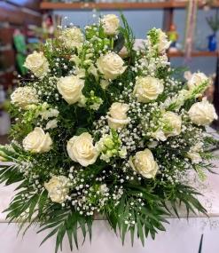 Centro de 18 rosas blancas