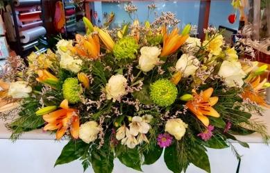 Centro palma flor fresca funeral